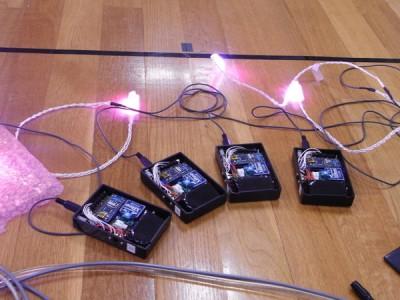 LEDコントローラと、LED。小さく納めることが出来たと思っていたのですが、ダンサーはもっと小さいのを想像されていたようです。