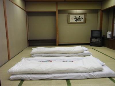 京都がなぜかすごく混んでいて、毎日ホテル探し。最終日は旅館。